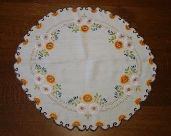 "Elegant Antique Arts & Crafts Centerpiece, Embroidered Linen, 24 x 25"""