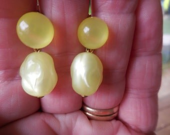 Vintage 1950s to 1960s Yellow Plastic Bead Earrings Small Screw Backs Non Pierced Dangles