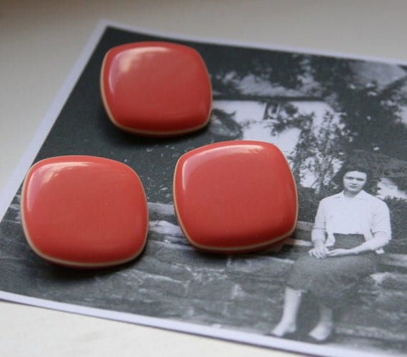 "Vintage buttons size 1"" square (25mm) in a coral pink with cream border dating back to the 1950s with plastic shank"