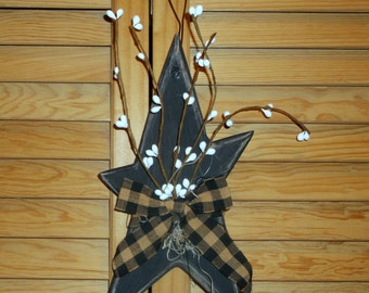 "9"" long Wood stressed star with plaid bow Pips Primitive hanger"