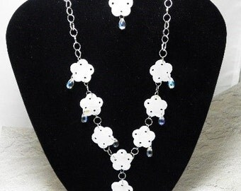 White Dewdrop Flower Shell Necklace Set