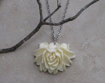 Smell the Roses Victorian Cream Resin Rose Necklace