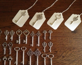 100 Antique Silver Skeleton Keys & 100 White Luggage Tags Wedding Skeleton Keys Escort Card Vintage Keys Wedding Favors - Keys to Happiness