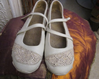 SKECHERS - White LEATHER Mary Jane Comfort Shoes, Size US 10 (Eur 41)