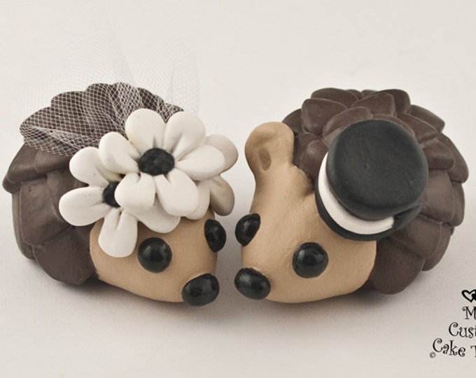 Hedgehogs Wedding Cake Topper with Daisies