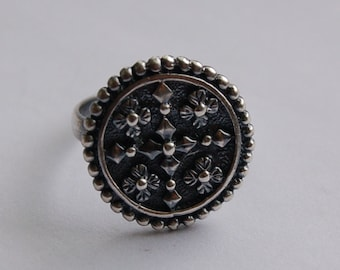 Sterling Silver Floral Detail Ring - Size 8