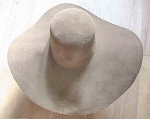 French 1970s Woman Floppy Wide Brim Capeline Hat - Chic Mustard Brown Felt - MADE IN FRANCE - New - M