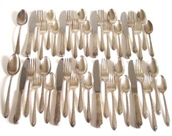 """Silverplate Silverware Set Complete Service for 8 Wood Flatware Chest Wm Rogers & Son IS """"Exquisite"""" 1940s Tarnished Silverware Floral"""