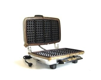 GE Waffle Iron Grill A3G44 General Electric Vintage Chrome Well-Seasoned Aluminum Plates for Replacement Parts or Repair (AS-IS non-working)