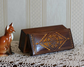 VINTAGE Wooden Trinket Box, Jewellery box hand-carved ornament. Handmade. Hand carved
