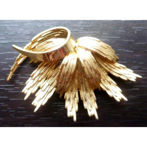 Vintage 1960s Golden Flower/Leaf Brooch