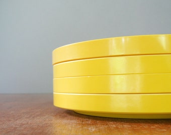 Four Mod Heller Dinner Plates in Bright Yellow - Massimo Vignelli