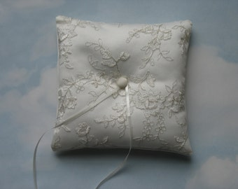 Ring cushion. Ivory and silver ring bearer pillow.