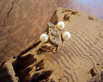 Vtg. Art Nouveau 10K Gold Ring 3 Pearls 3 Diamonds Leaf
