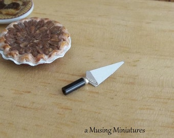 Pie Server Black in 1:12 Scale for Dollhouse Miniature Shabby Kitchen Bakery Cafe