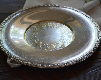 Wm. Rogers silver plate, Catchall Tray, Round Serving Tray with Art Nouveau Details, Silver plated trays