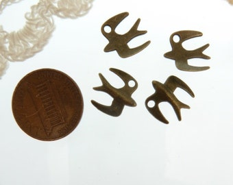 4 antique bronze 3 d  flying bird charms size 12 mm wide