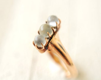 1800's Antique Victorian / 3 stone Moonstone ring in 14k rosy yellow gold // WITCHY ORBS