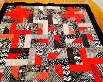 Sale Black Red and White Quilt, Lap quilt, Throw