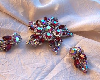 Exquisite Vintage Red AB DeLizza and Elster Juliana set in Excellent condition Brooch and Earrings