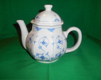 One (1), Vintage 4 to 5 Cup Tea Pot, from Toscany, in the Finlandia Pattern.