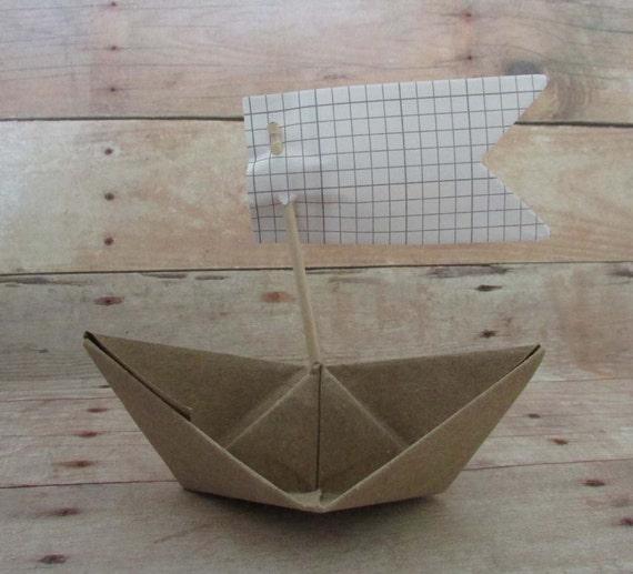 bateau voile avec drapeau origami kraft voile bateaux. Black Bedroom Furniture Sets. Home Design Ideas