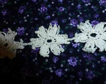 """One Yard and 2"""" of Vintage Crocheted Daisy Flowers"""
