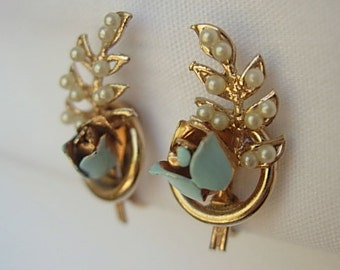 """Dainty Climber Earrings Robins Egg Blue Roses Faux Pearls Screw Back Vintage Enamel on Gold Tone Metal Approx. 13/16"""" Bride Something Blue!"""