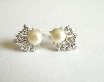Pearl Silver Vintage Screw Back Earrings
