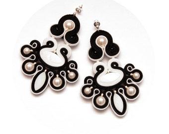 Black white chandelier earrings soutache. Statement earrings pearls, 1920s wedding. Big fancy earrings beaded. Unique 20s bridal earrings.