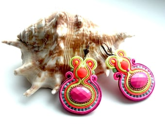 Earrings-soutache-hand embroidered-OOAK-Pink