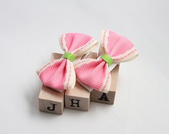 Baby girl hair clips - bright pink bow