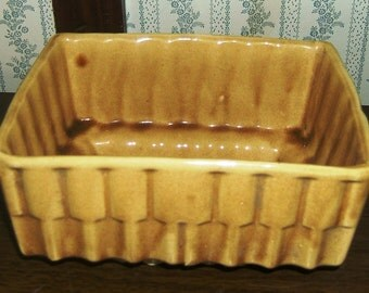 USA CP 337 036 Mustard Yellow Ceramic Vintage Shingle Pattern Planter