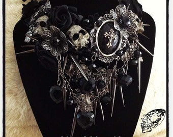 Three of Hearts Gothic Necklace