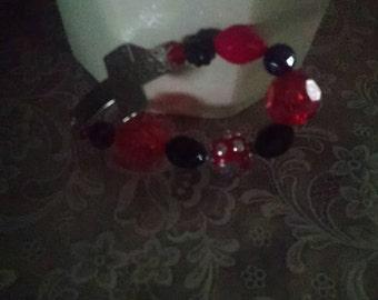 Ladies Western bent cross beaded bracelet