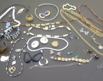 Vintage Costume Jewelry Lot collection ALL WEARABLE Junk Crafting Upcycling lot chain Destash sellable dealer lots A6