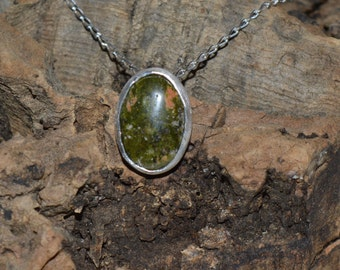 Unakite, sterling silver cabochon pendant with 18'' trace chain