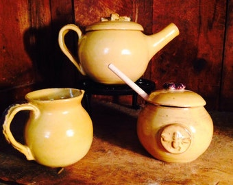 Teaset with Bumblebee in buttercup yellow