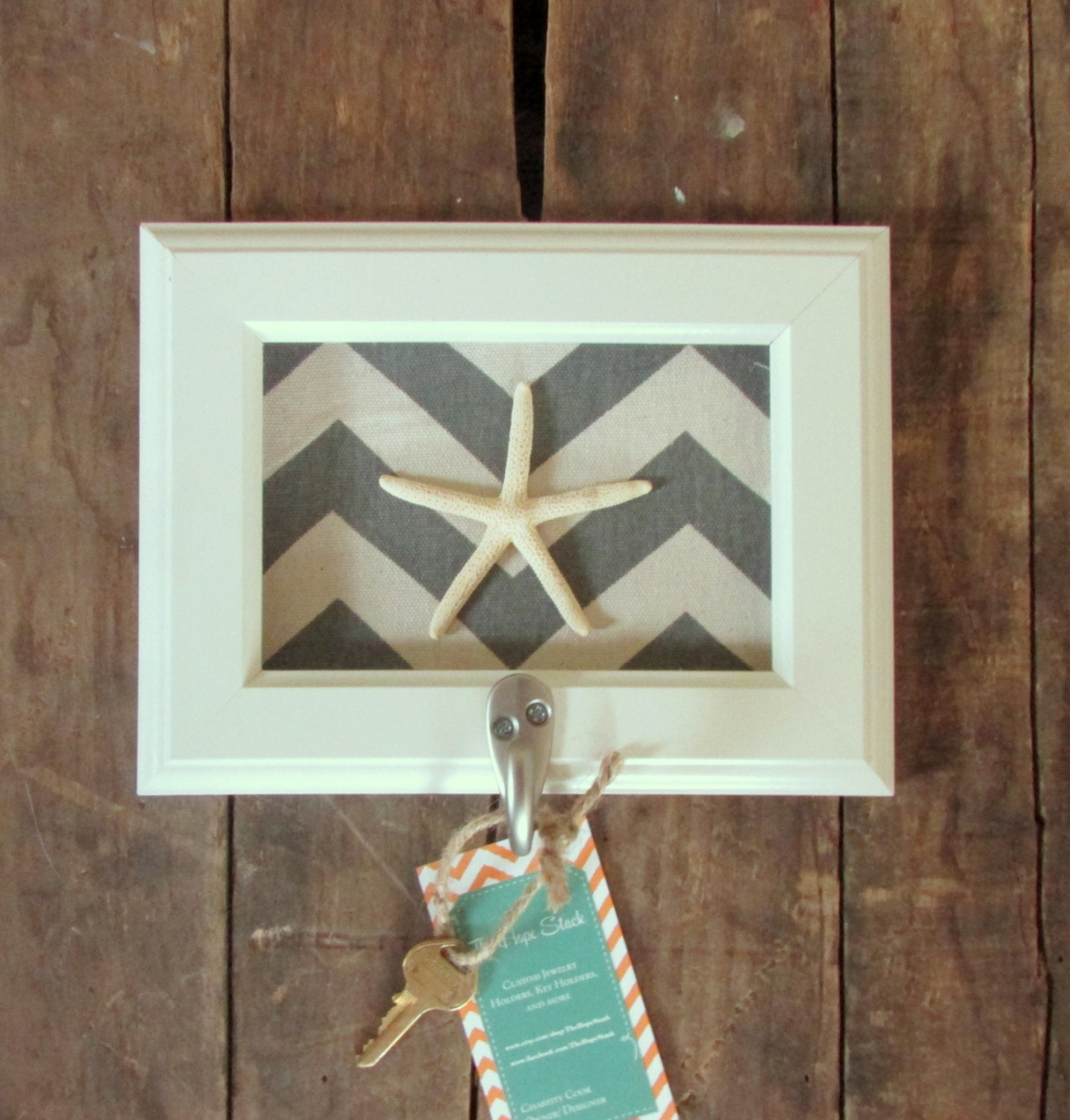 Key holder wall hook beach decor starfish pick by thehopestack for Mural key holder