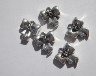 5 bracelet charms in the shape of silvery color metal knot 12x14mm