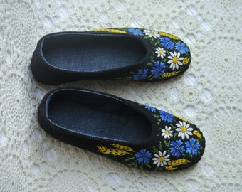 Cornflower-Daisies - Hand embroidered Slippers with leather sole