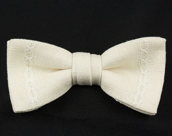 Handmade Clip Bow Tie Cream colored Linen with a white Lace stripe in each side. Two leaf Tie with Stainless clip Bowtie