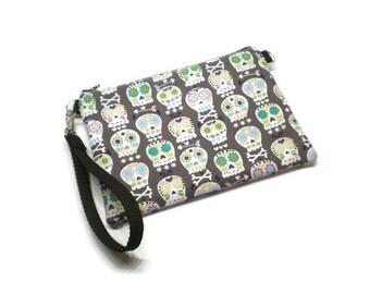 Sugar skulls wristlet, iPhone wristlet, cell phone wristlet, wristlet wallet, iPhone wallet, phone wallet, zipper wristlet  purse.  Gray.