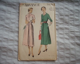 Vintage Advance sewing pattern - Factory folded