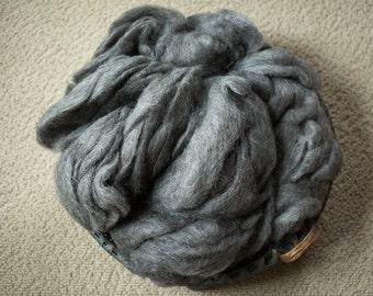 194 Crossbred Wool Roving Supplies Natural Color Medium Grey