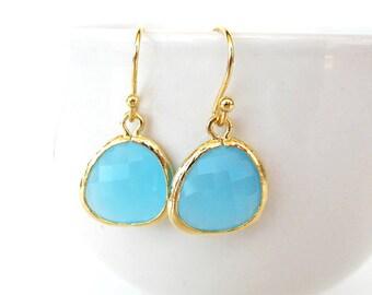 Ocean blue drop earrings Blue bridesmaids earrings Gold crystal earrings Turquoise earrings Blue earrings Teardrop glass earrings