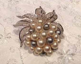 Beautiful Silver Tone Pearl Brooch