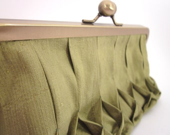 Hand Smocked Green Silk Clutch Purse with Kiss-Lock Frame, 8-inch