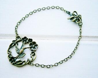 Antique Bronze Humingbird Bracelet/Boho Bracelet/Nature Inspired Bracelet/Woodland Jewelry/Bridesmaid Bracelet/Bird Bracelet/Garden Bracelet