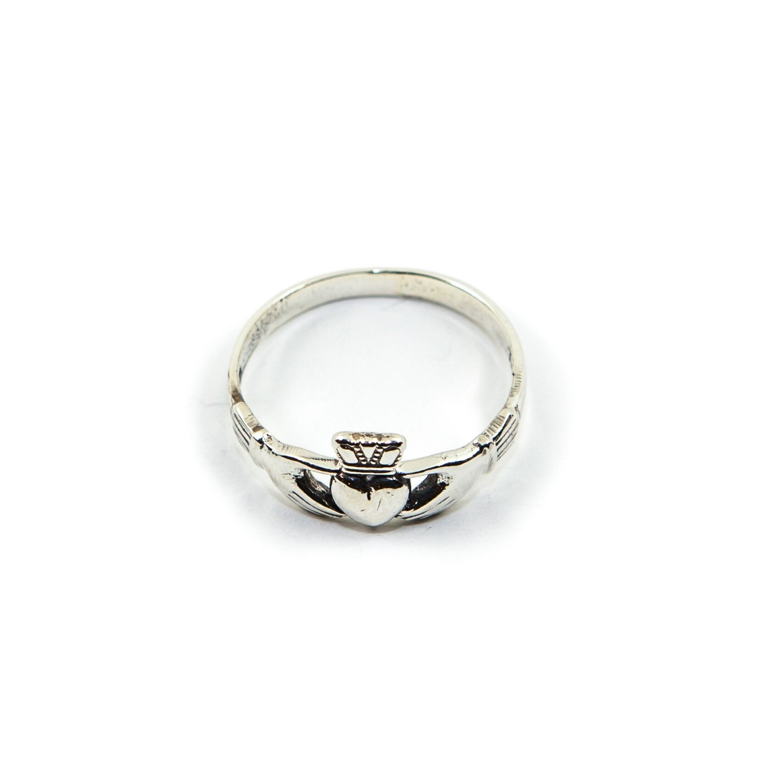 dainty claddagh ring 925 sterling silver. Black Bedroom Furniture Sets. Home Design Ideas